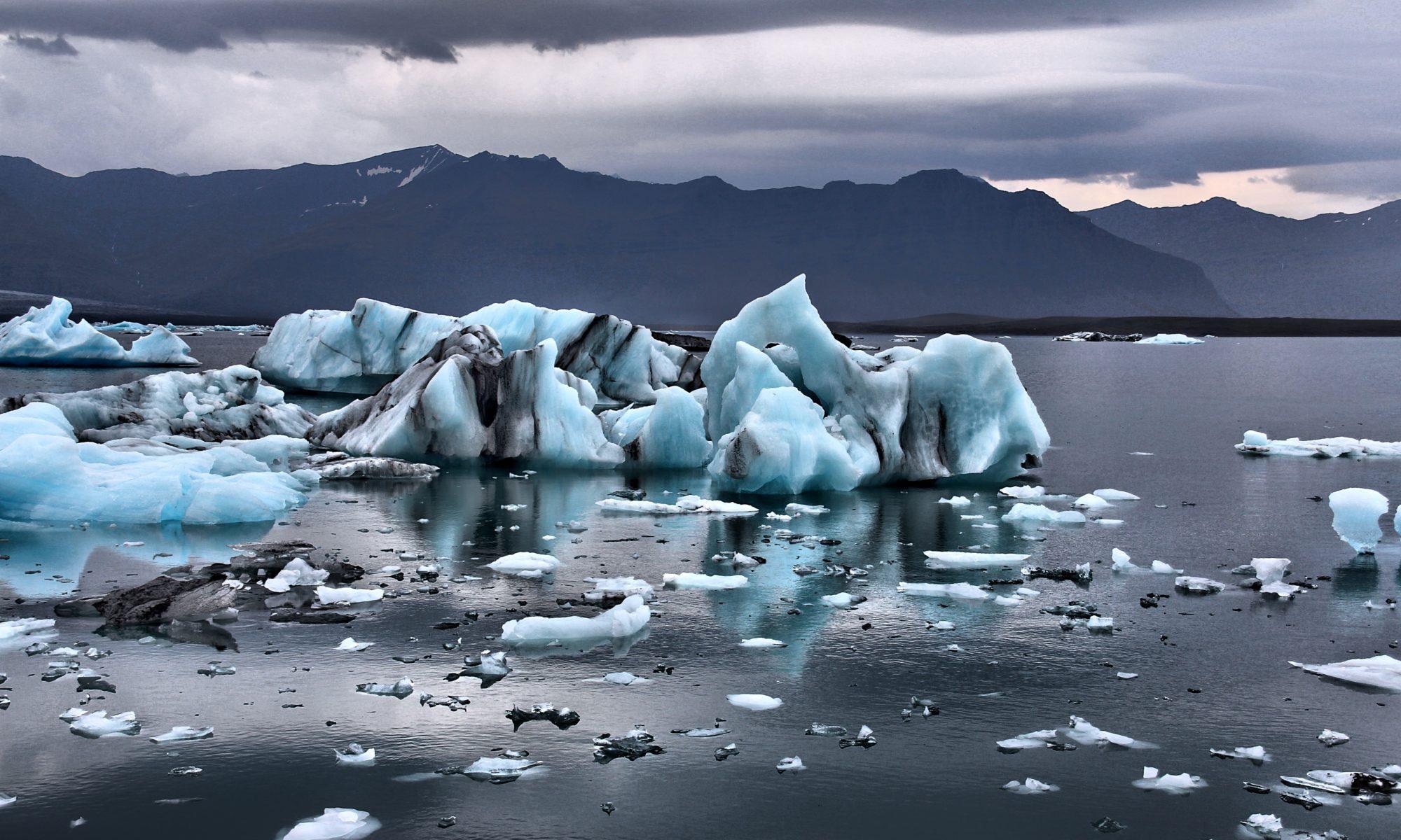 schmelzende Eisberge im Wasser