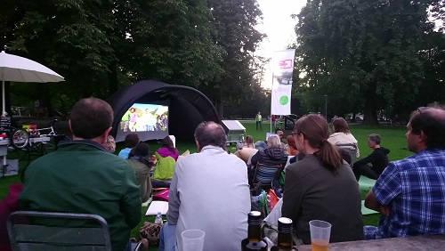 Filmvorführung im Park