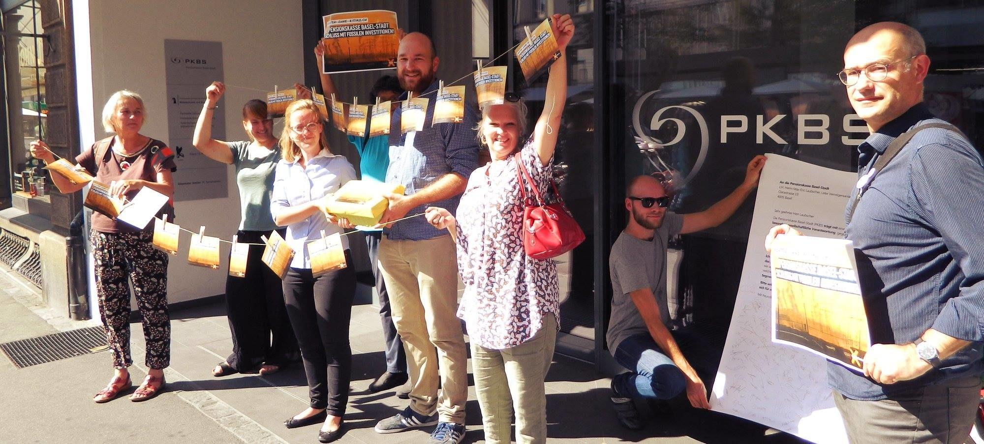 Die Mitglieder von fossil free in Basel engegieren sich für Divestment aus fossilen Brennstoffen